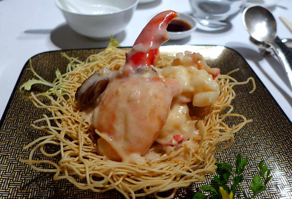 Restaurant Shang Palace : Homard bleu et échalotes, nouilles et réduction de Champagne