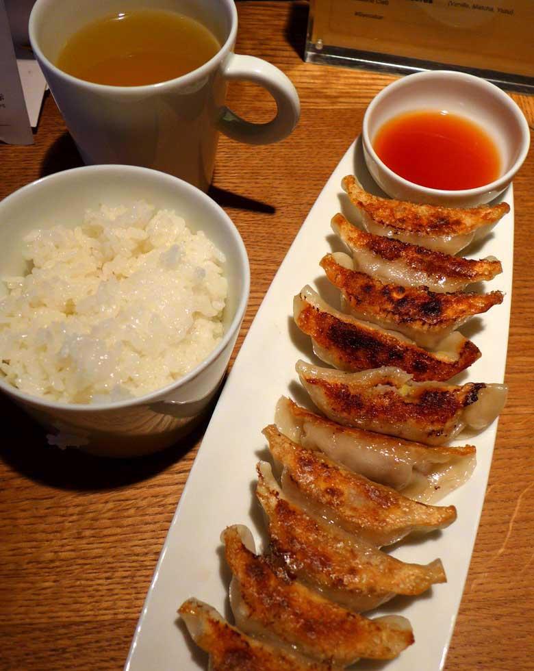 Gyoza Bar, assiette de gyoza riz blanc