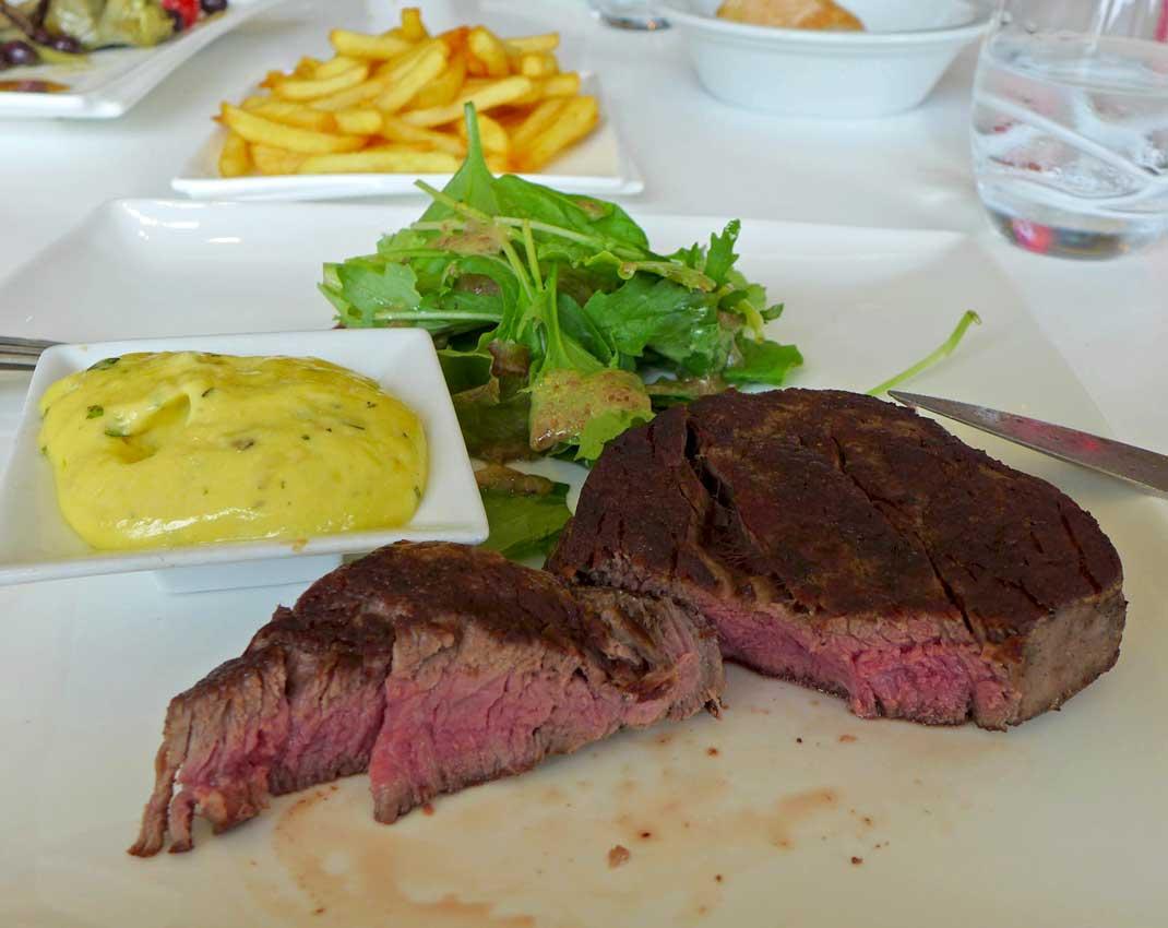 Restaurant Le H : Filet de bœuf sauce béarnaise frites