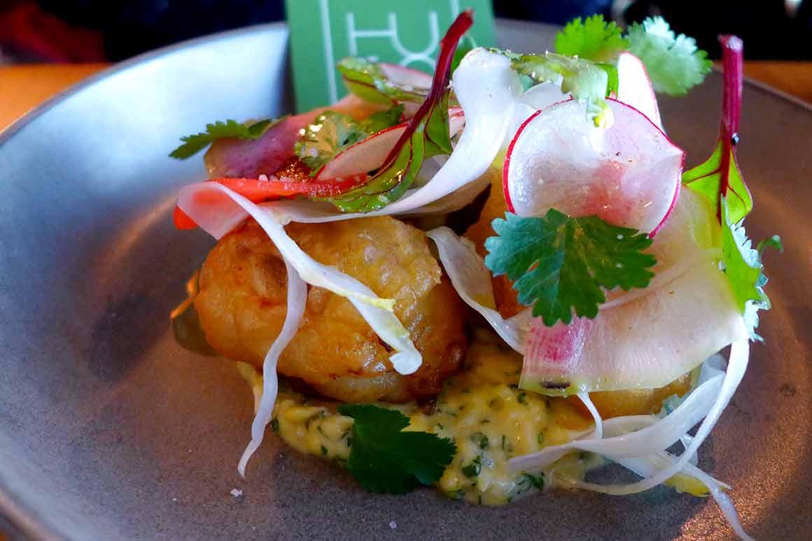 Restaurant HUGO & CO, merlu en fish et chips avec légumes