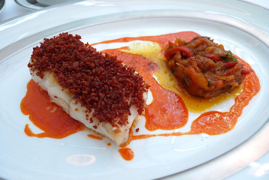 Restaurant Il Carpaccio, filet de cabillaud cuit au jus de poivrons avec jambon cru