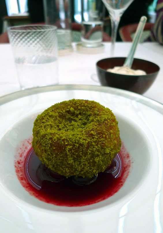 Restaurant Il Carpaccio, baba à la pistache avec crème de ricotta