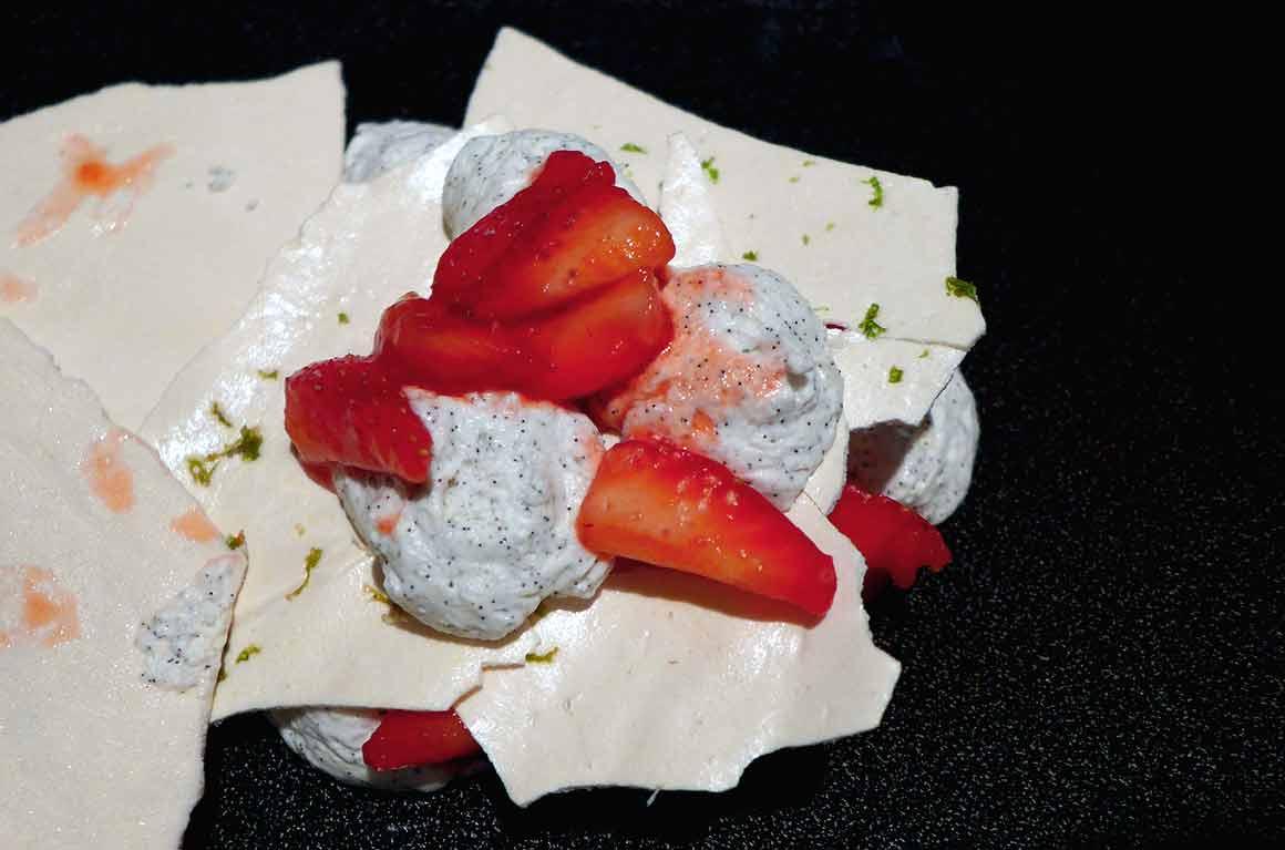 Restaurant Jacques FAUSSAT : Pavlova fraise-poivron