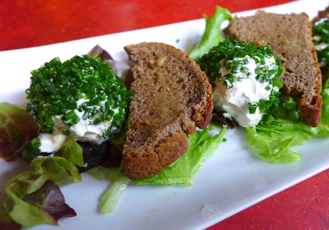 Restaurant Kiez Biergarten, boule de fromage