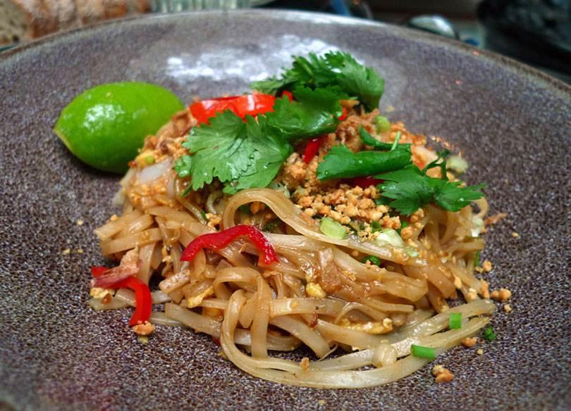 Restaurant La Bauhinia, pad Thaî aux crevettes