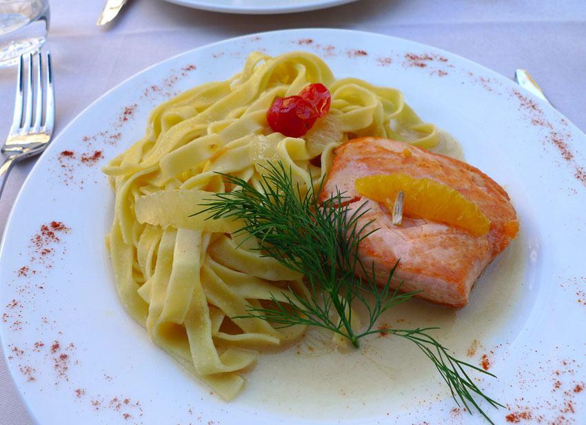 Restaurant La Bouteille d'Or, pavé de saumon
