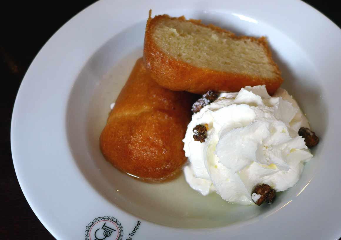 Restaurant La Cantine du Troquet Pereire : Baba au rhum crème chantilly