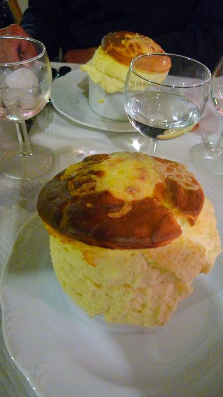 Restaurant La Cigale Récamier, soufflé au fromage