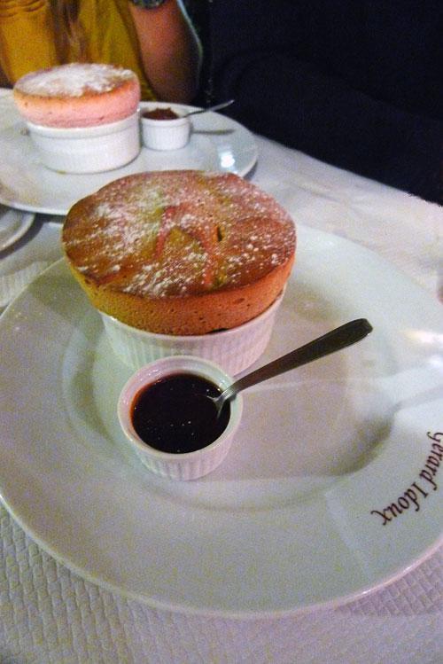 Restaurant La Cigale Récamier, soufflé caramel à la fleur de sel