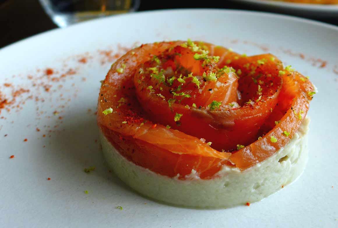 Restaurant DEGUSTATION : Saumon gravelax avec purée d'artichaut et citron vert