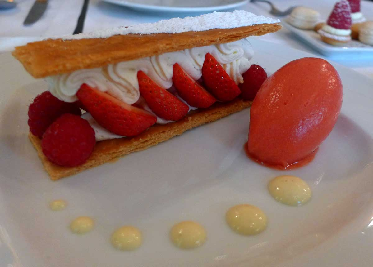 Restaurant La Fontaine Gaillon, millefeuille aux fraises Gariguettes