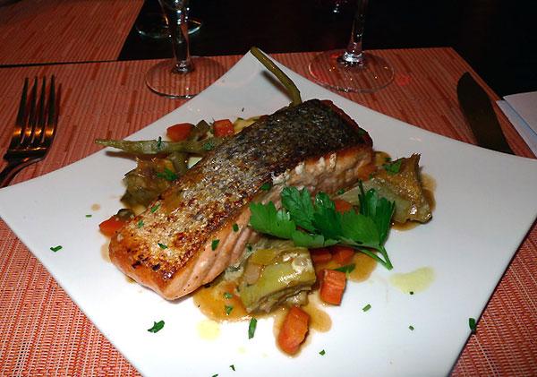 Restaurant La Grande Ourse, Le saumon de l'Atlantique artichaut poivrade en barigoule émulsion de curry