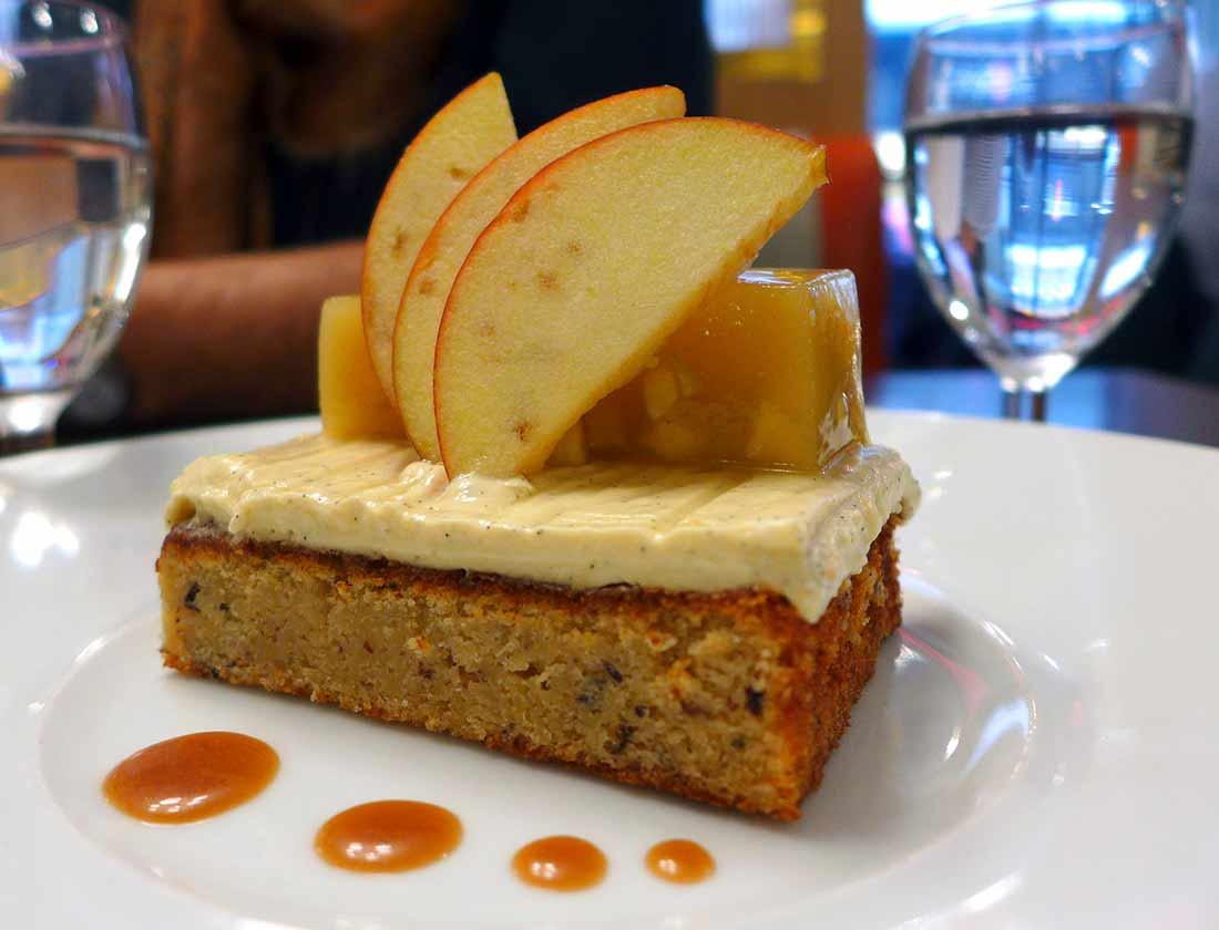 Restaurant La Maison de l'Aubrac : Gâteau aux pommes