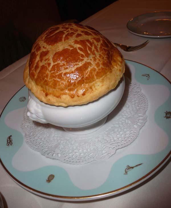 Restaurant La Marée, marmite de coquillages au poireau et pistils de safran