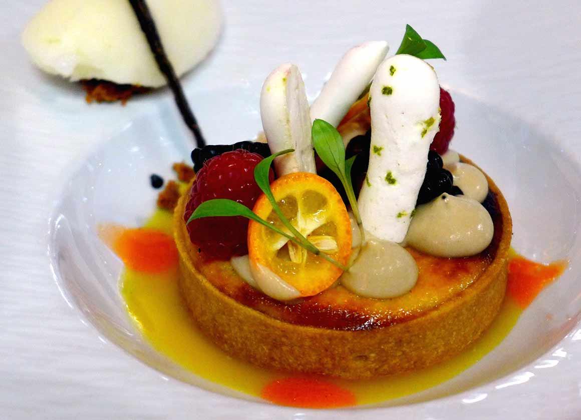 LA VILLA CORSE, Fiadone (fromage corse en tarte, mousse praliné, sorbet citron)