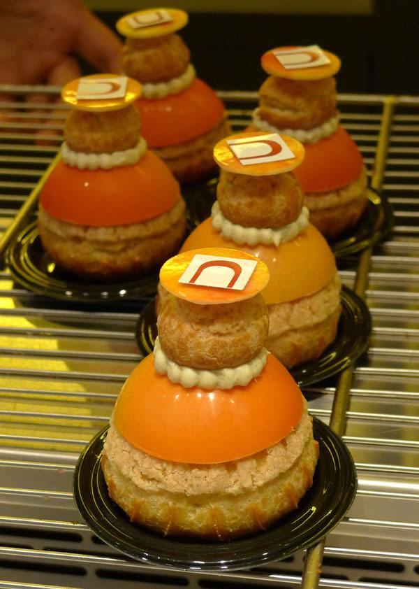 Pâtisserie Cyrril Lignac, religieuse caramelia et mangue-passion