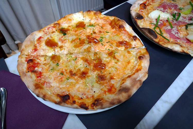 Restaurant La Pizzetta, pizza à la boutargue et oignons nouveaux