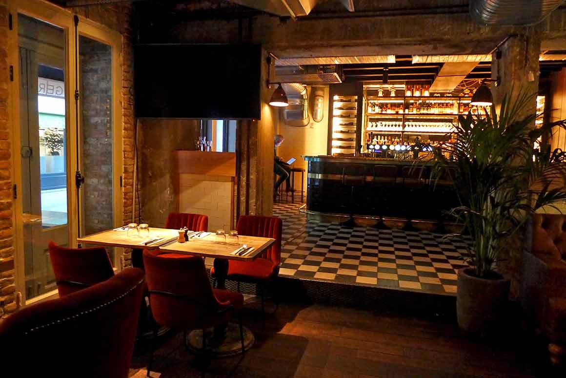 restaurant le Pub St Germain une salle