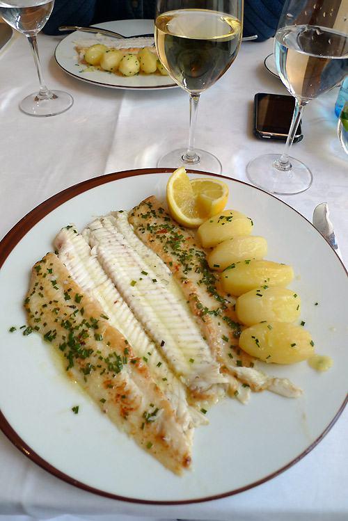 Restaurant Carte Blanche, La sole meunière et pommes fondantes aux herbes