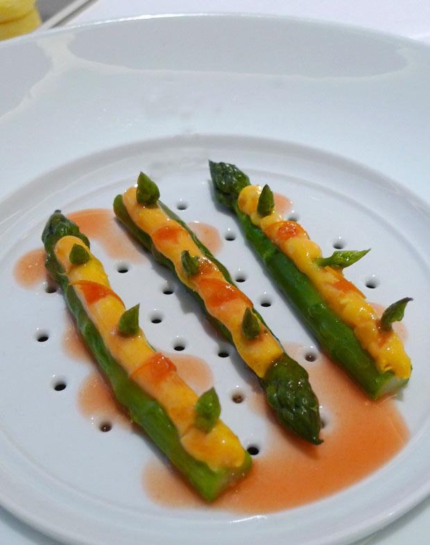 Restaurant La Table du Lancaster, asperges vertes à l'orange sanguine