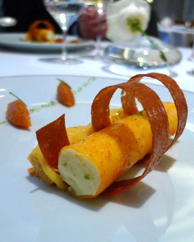 Restaurant La Table du Lancaster, pain de Gênes aux agrumes