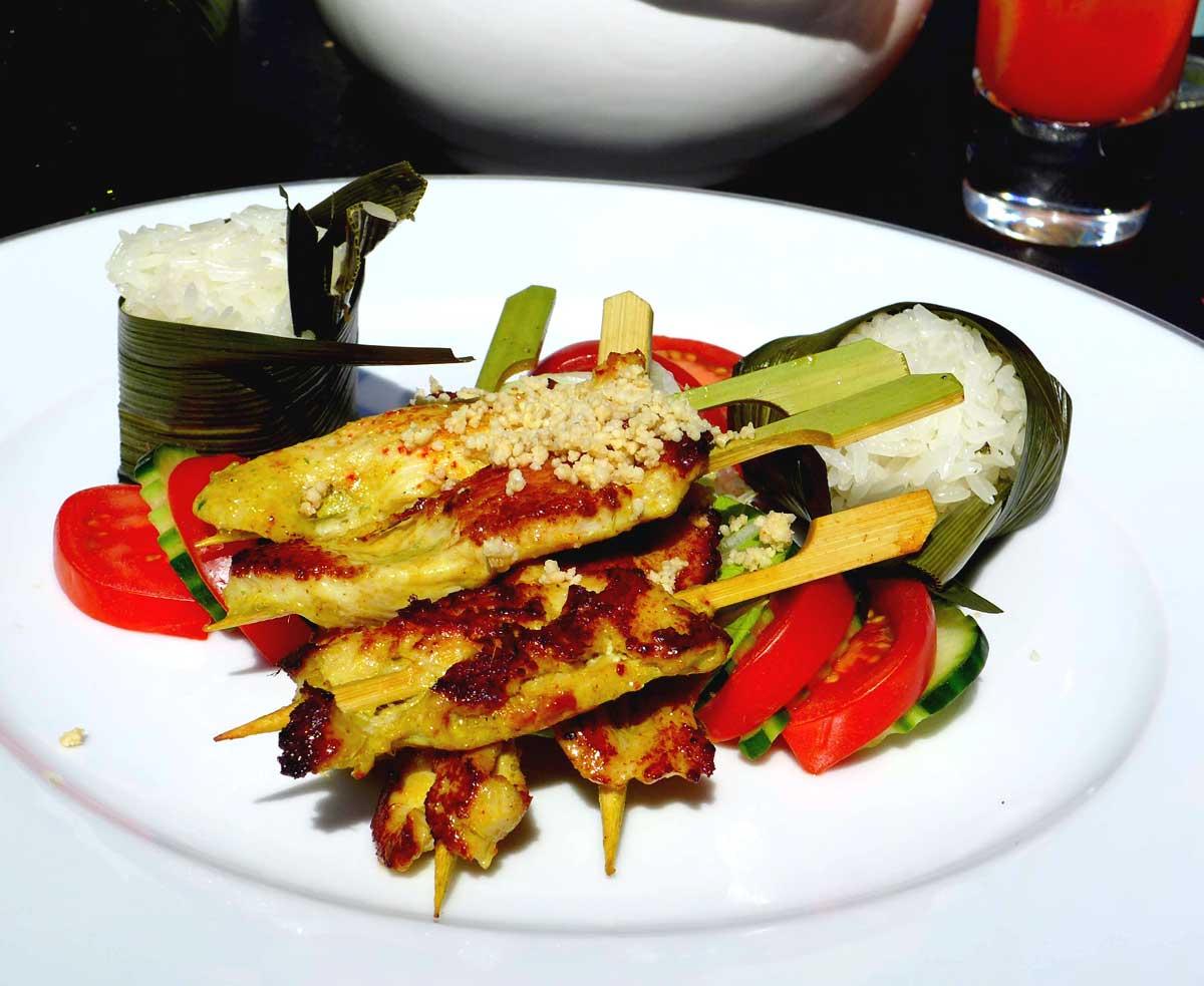 Restaurant La Terrasse du 8 Iéna : Brochettes de poulet satay
