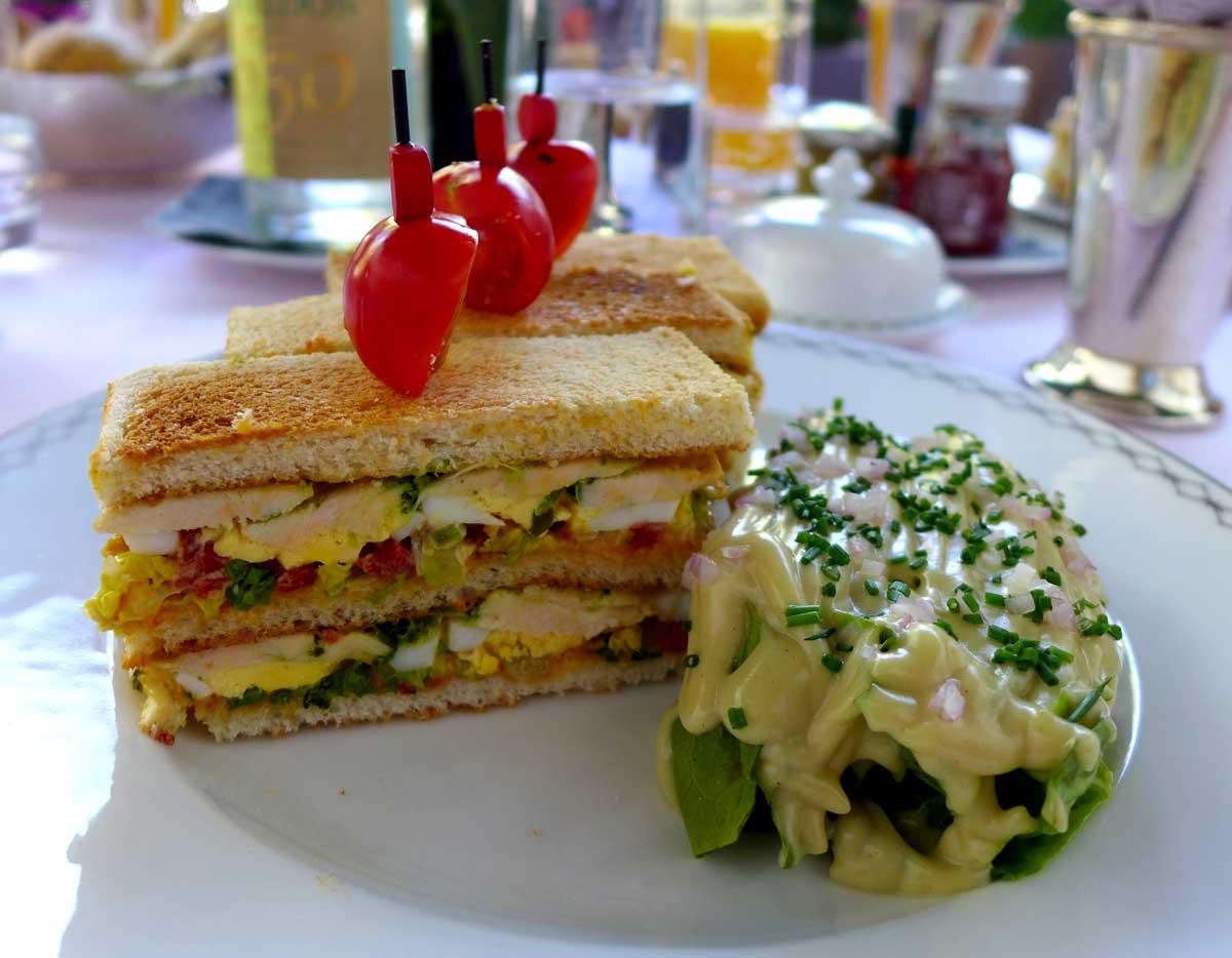 TERRASSE KLEBER, Sandwich Club au poulet fermier