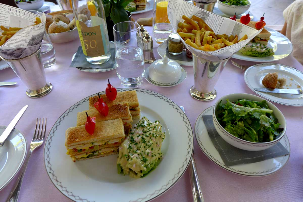 TERRASSE KLEBER, Service complet du Sandwich Club