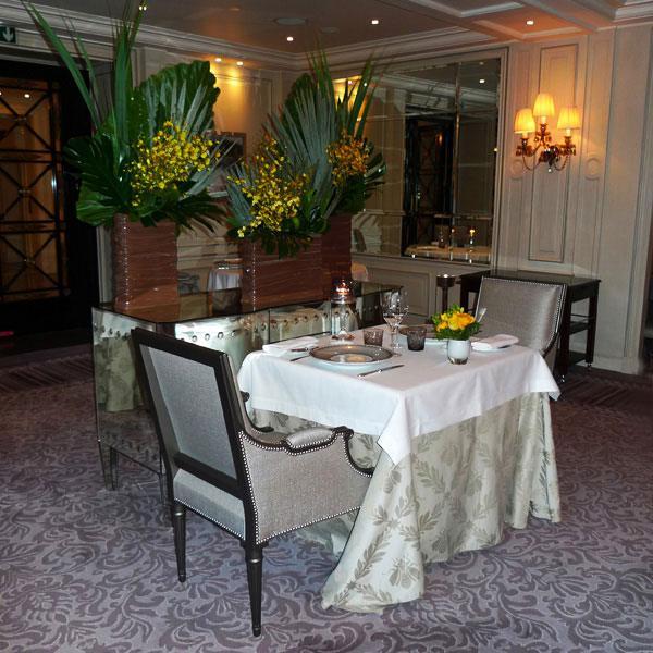 Restaurant L'Abeille, Elégance des arts de la table
