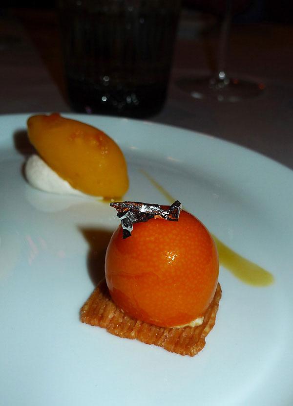 Restaurant L'Abeille, kumquat confit avec mousse et sorbet à la mandarine