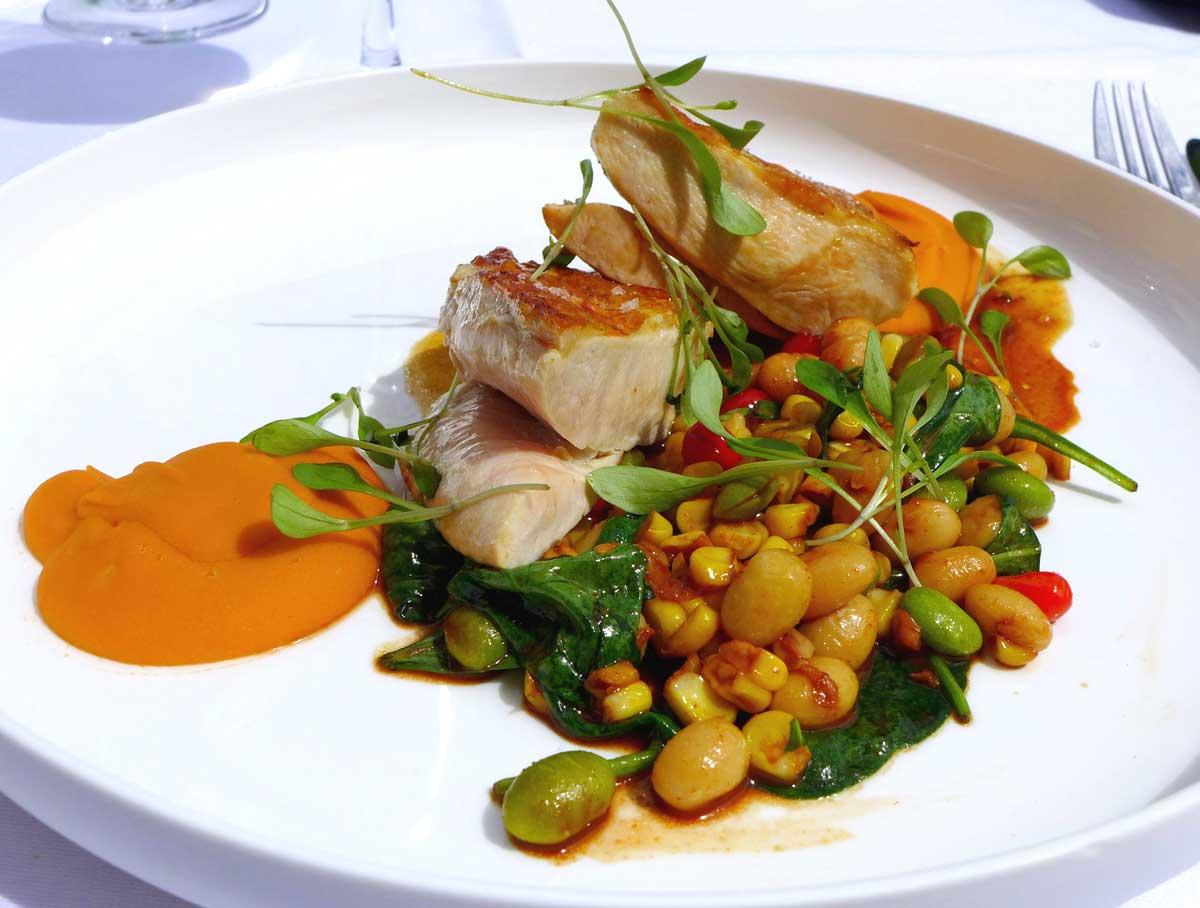 Restaurant LAGARDERE PARIS RACING : Volaille blanche rôtie avec coco de Paimpol