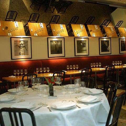 Restaurant L'Alcazar, une table élégante