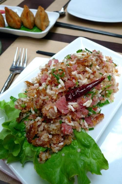 Restaurant Lao Lane Xang 2, salade de riz croustillant et viande de porc