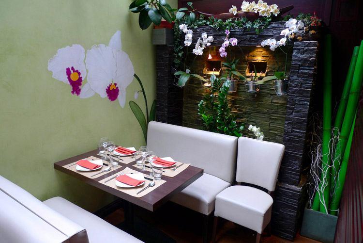 Restaurant Lao Lane Xang 2, table lumineuse à l'étage