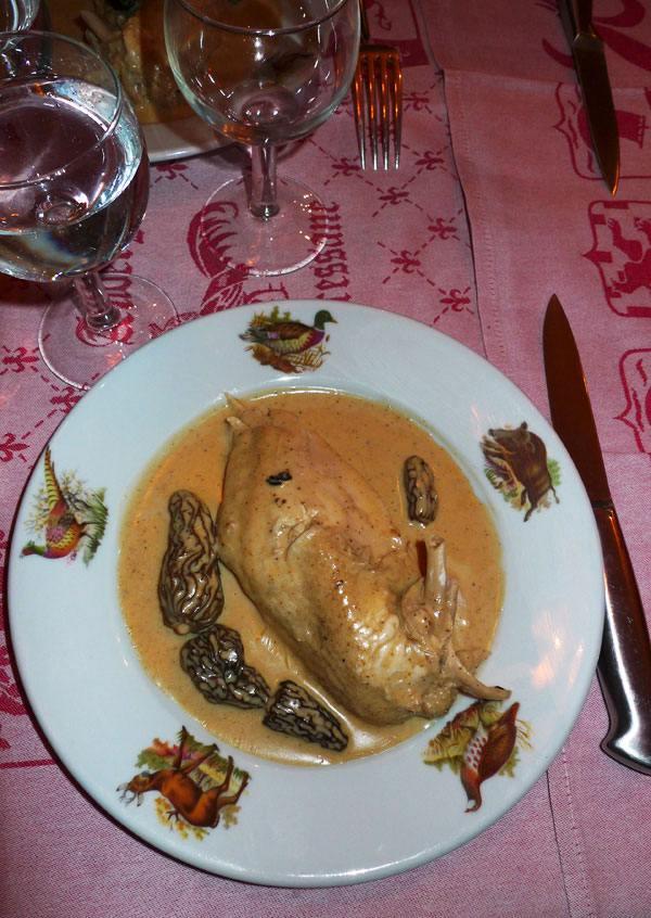 Auberge Bressane, poulet à la crème au vin jaune et morilles