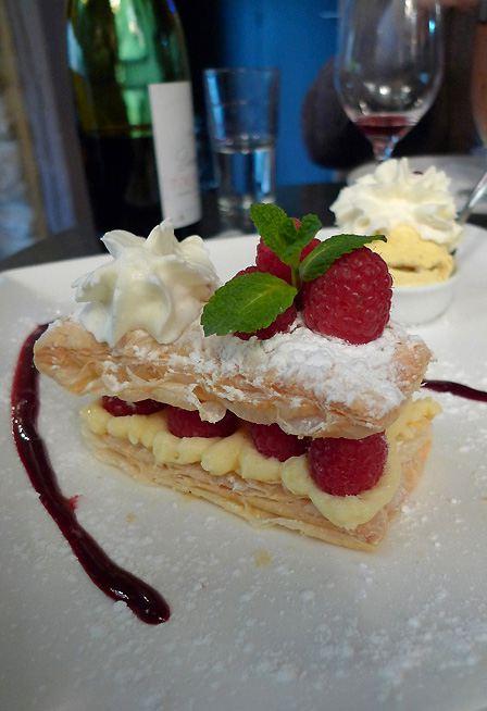 Restaurant Le 23 Clauzel, millefeuille aux framboises avec sa Chantilly maison