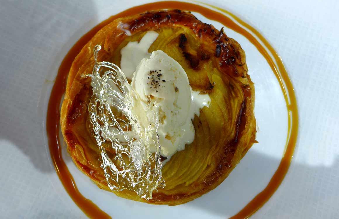 Le Bar à Huitres Place des Vosges : Tarte fine aux pommes