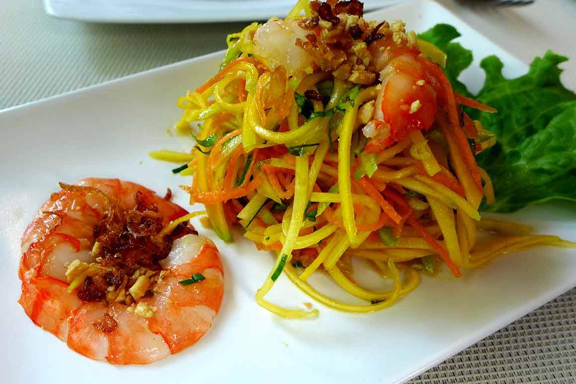 La Table du Vietnam, salade de mangue aux crevettes