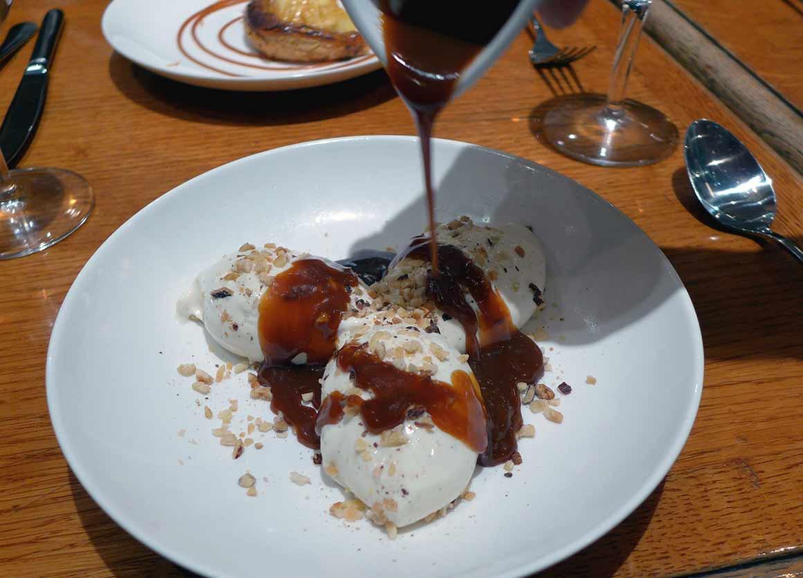 Restaurant Le Bœuf Maillot, Glace vanille minute sauce caramel