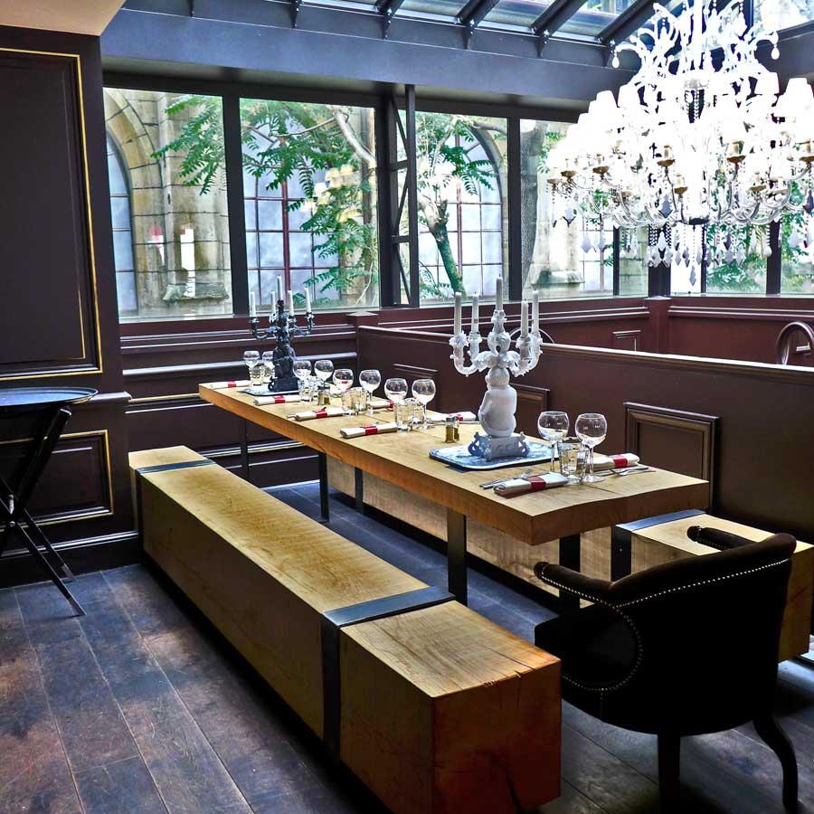Table d'hôtes en bois brut