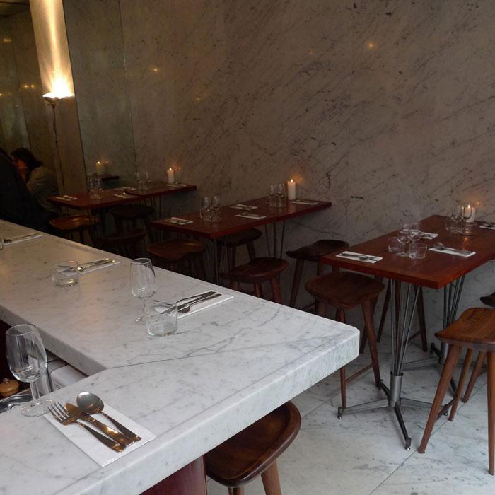Restaurant Le Dauphin, Comptoir central en marbre