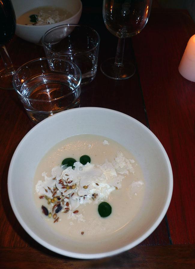 Restaurant Le Dauphin, velouté de chou fleur avec cresson et faisselle de chèvre