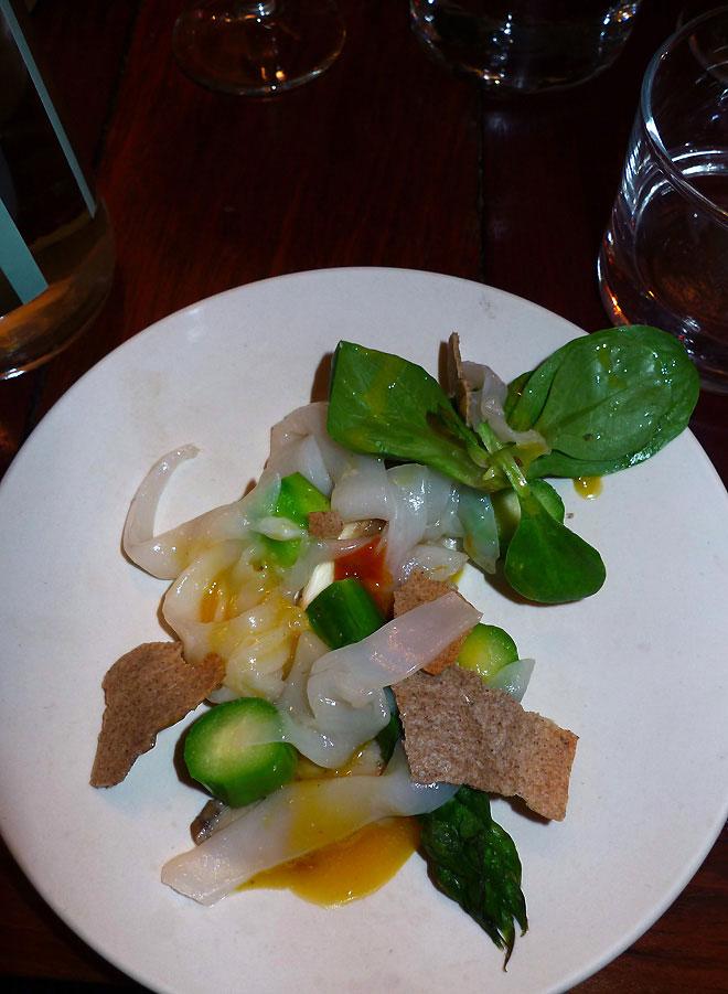 Restaurant Le Dauphin, seiche fumée avec asperges et oursin