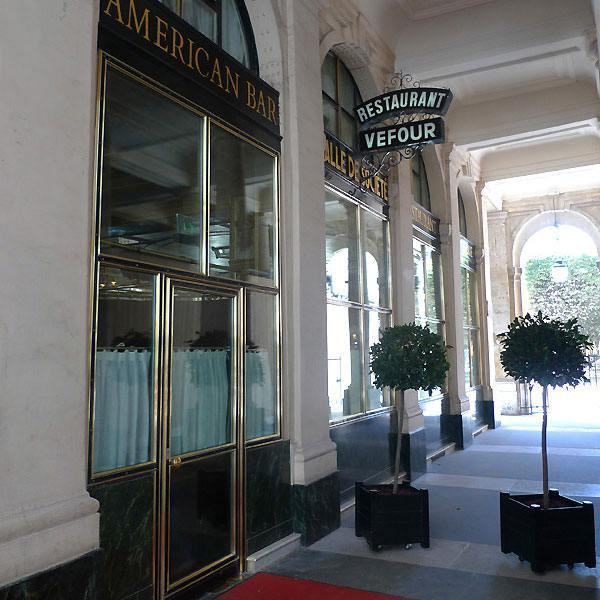 L'entrée du Grand Véfour au Palais Royal