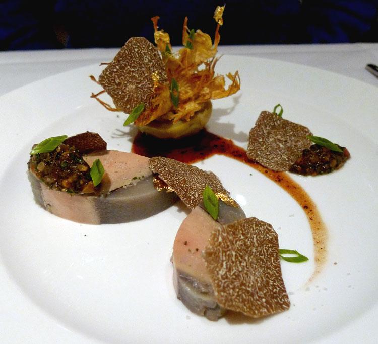 Restaurant LE LULLI, chartreuse de foie gras de canard et artichauts avec sauce