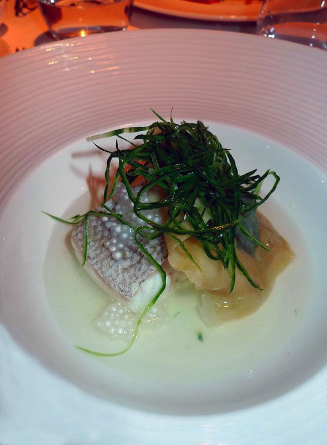 Restaurant Le Metropolitan, Le dos de cabillaud poché dashi d'Hokkaïdo et raviole au vert