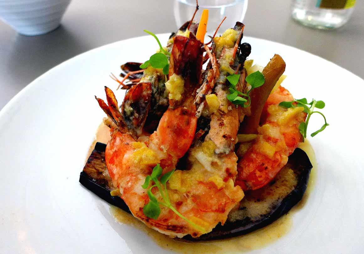 Restaurant Le 122, gambas grillées avec légumes grillés
