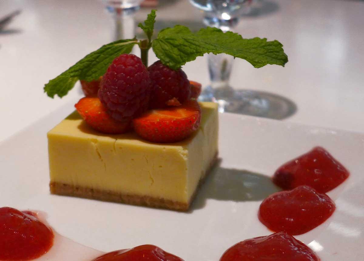 Restaurant LE PARADIS DU FRUIT : Cheesecake aux fruits frais et coulis de fruits rouges