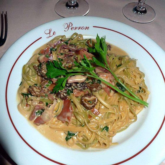 Restaurant Le Perron, tagliolini vert et blanc avec jambon
