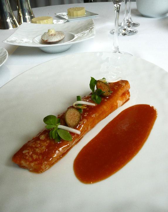 Restaurant Le Pré Catelan, La sole cuite au naturel et glacée d'un jus de soja et mangue fraîche acidulée
